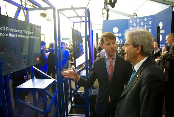 Rihards Kalnins, Head of MT Solutions at Tilde, explaining features of the translation tool to the Premier Minister of Italy